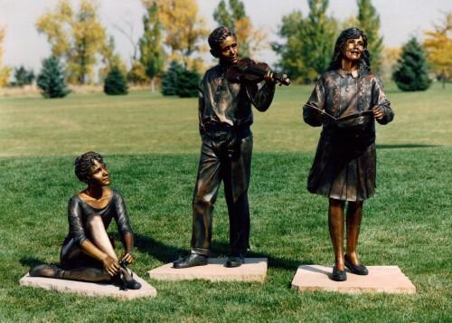 Simplot Kids Statue300dpi
